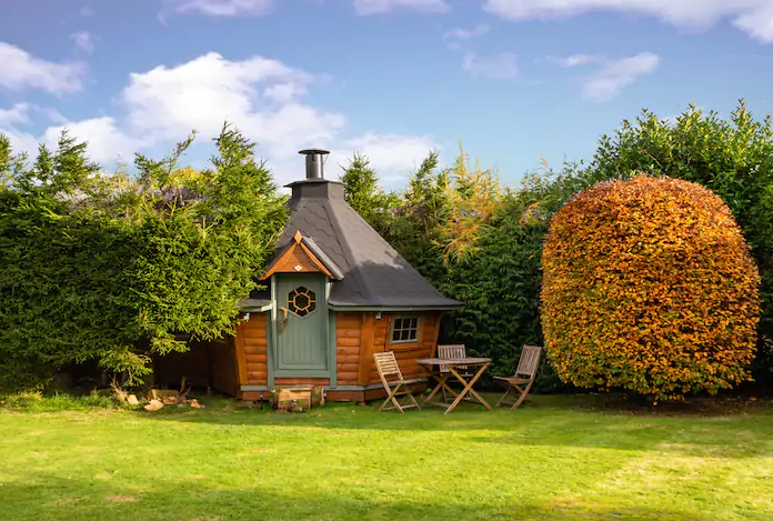unique airbnb stays uk the den